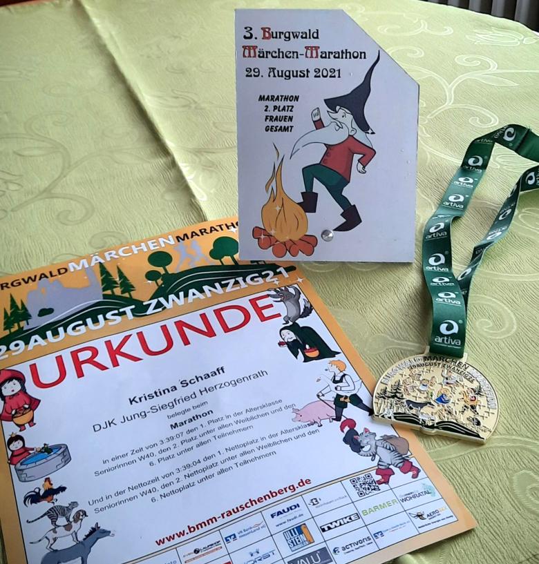 Urkunde, Pokal & Medaille